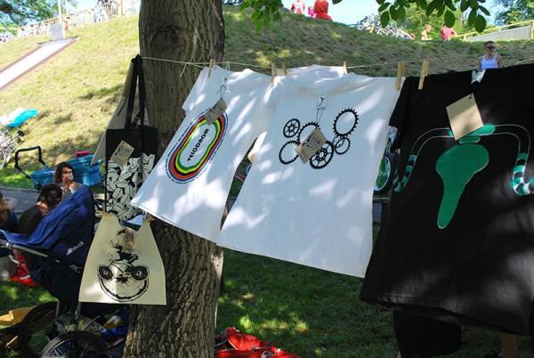 Warsztat sitodruku, teren wrocławskiego toru kolarskiego, 7. czerwca, fot. Magda Kościańska